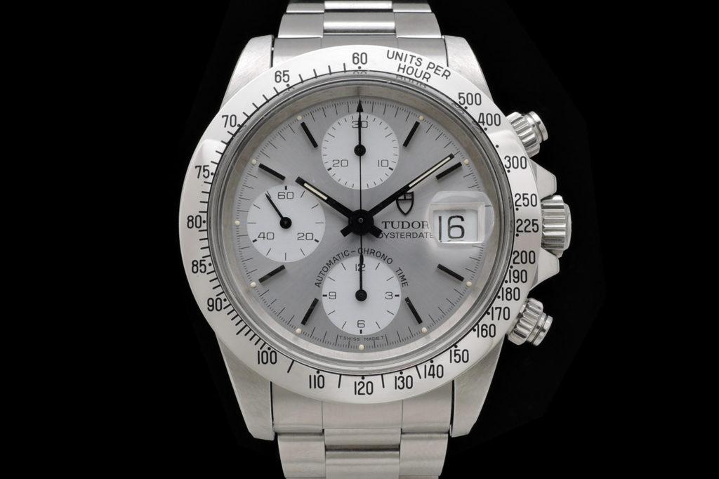 La marca de relojes Tudor ha estado desde sus inicios estrechamente ligada  al gran gigante de la relojería suiza  la mítica casa Rolex. f93cd6297042
